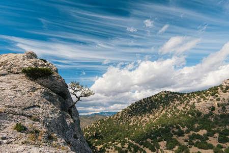 turismo ecologico: Hermoso paisaje de Crimea, Ucrania Foto de archivo