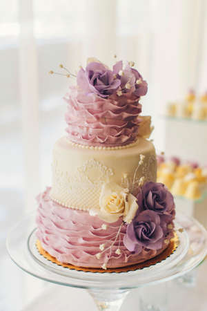 wedding table decor: amazing  wedding cake with sweet flowers on the table