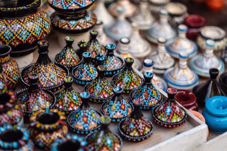 Traditional Moroccan market with souvenirs. Handmade ceramic Imagens
