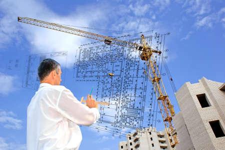 ernsthafte Engineer entwerfen zusammengesetzte architektonischen Problem beheben.