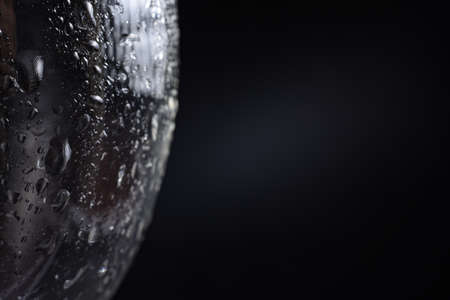 Large and fine water drops on glass. Imagens