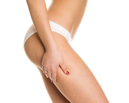 white panties: Sexy M�dchen in wei�en H�schen zeigt Cellulite