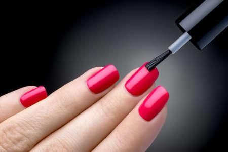 Mooie manicure proces Stockfoto