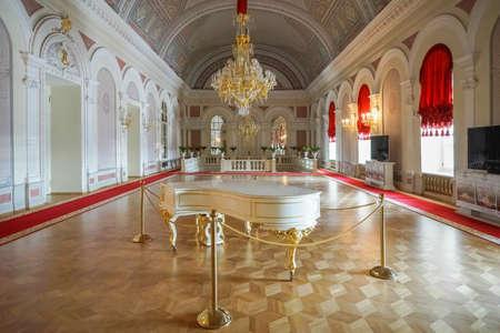 モスクワ、ロシア Augus t 09 ボリショイ劇場 8 月 1895 年 Alberto Cavos 建築家によるインテリア講堂にロシアのモスクワでのオペラやバレエの歴史的な劇