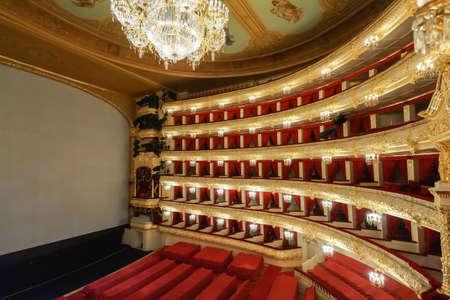 MOSKOU, RUSLAND-Au t 09 Het Bolshoi Theater een historische theater van ballet en opera in Moskou, Rusland, het interieur door de grote foyer architect Alberto Cavos in1895 op augustus 09,2013 in Moskou, Rusland Redactioneel