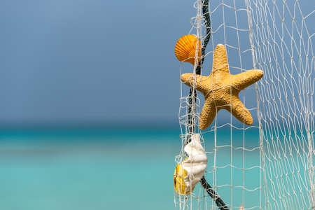 熱帯のビーチの背景に漁網 写真素材
