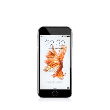 MOSKOU, RUSLAND - 6 oktober 2015: Nieuwe iPhone 6 s is een smartphone ontwikkeld door Apple Inc. Apple introduceert de nieuwe iPhone 6 s en iPhone 6 s Plus Redactioneel