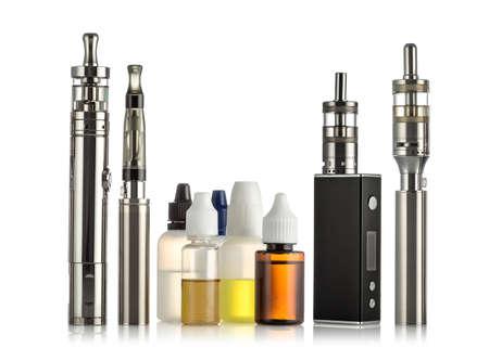 elektronische sigaretten collectie geïsoleerd op wit