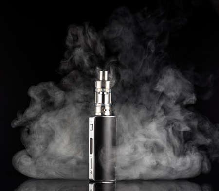 黒っぽい背景に電子タバコ 写真素材
