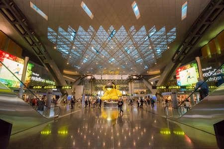 Doha, カタールのハマド国際空港ドーハ, カタール - 2016 年 6 月 9 日: インテリア。ベース空港は航空会社: カタール航空。