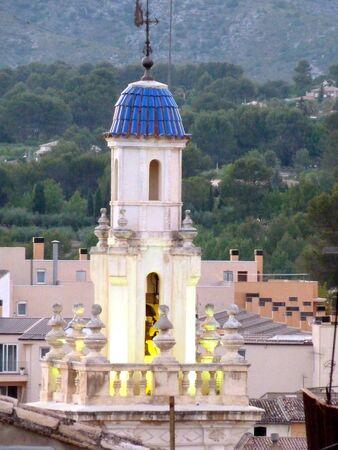 iluminated: campanario iluminado en el crep�sculo Foto de archivo