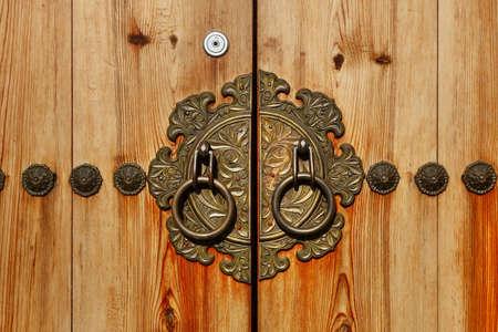 北村韓屋村ソウル, 南朝鮮の伝統的な韓国スタイルのドア。 写真素材 - 47965282