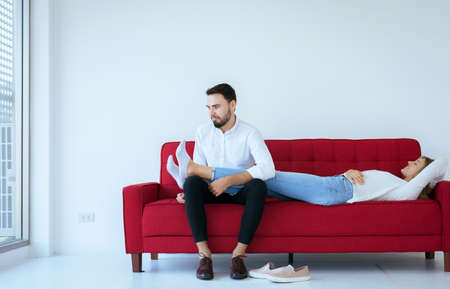 Couple with problem of foot odor and bad smell,Unpleasant snuff stink