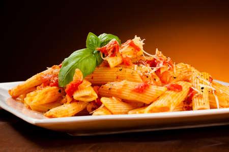 Pasta with tomato sauce and parmesan Foto de archivo