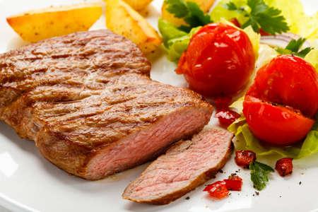 vlees: Gegrilde biefstuk en groenten