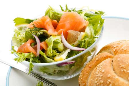 salmon ahumado: Ensalada - salmón ahumado, Brad y verduras