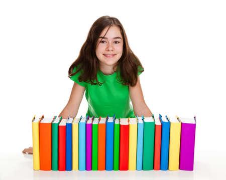 pile of books: Ragazza dietro una pila di libri isolato su sfondo bianco