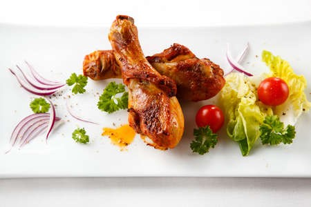 grilled chicken: Roasted chicken drumsticks and vegetables Stock Photo