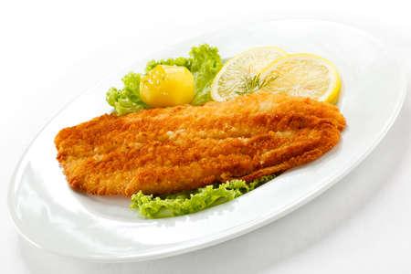 filete de pescado: Plato de pescado - Filete de pescado frito con verduras