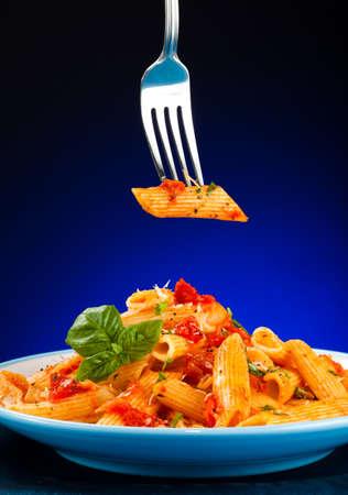 queso rallado: Pasta con salsa de tomate y parmesano