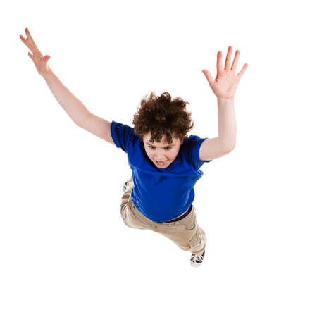 persona saltando: Chico saltando, corriendo sobre fondo blanco