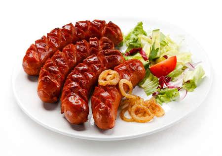 chorizos asados: Salchichas a la parrilla y verduras