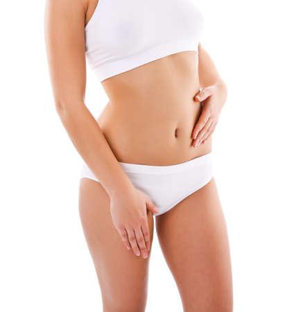 menstruacion: Mujer del dolor masajeando el estómago aisladas sobre fondo blanco
