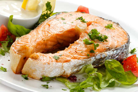 Grilled salmon and vegetables Stock Photo - 14993903