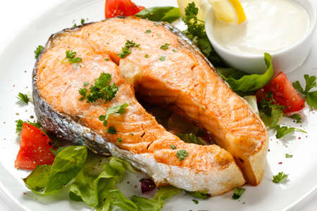Grilled salmon and vegetables Stock Photo - 14993906