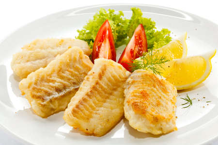 dine: Fish dish - fried fish fillets and vegetables