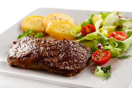 Parrilla bistec, papas al horno y verduras Foto de archivo - 15426218