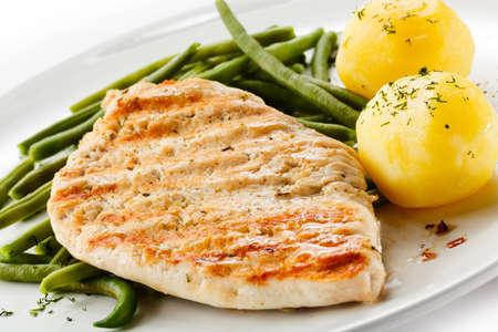 pollo asado: Carnes a la parrilla, papas hervidas y verduras
