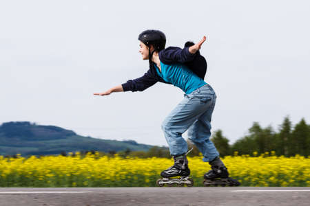 patinaje: Chica rollerblading