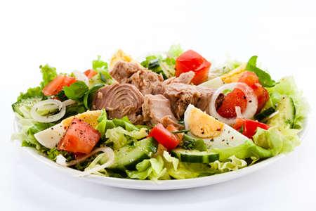 atun: Atún y ensalada de verduras Foto de archivo