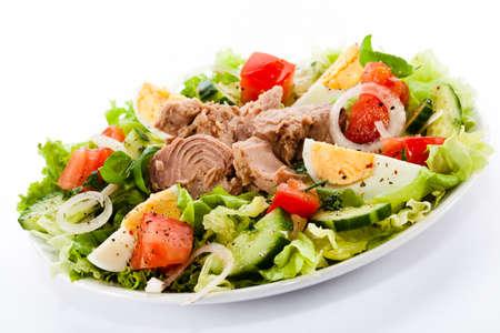 salad plate: Tonno e insalata di verdure Archivio Fotografico