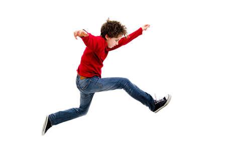 enfant qui court: Boy jumping, la course isol�e sur fond blanc