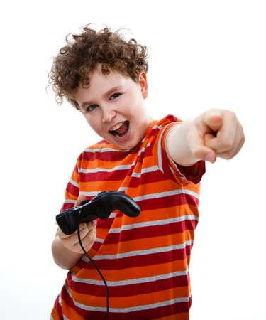 jugando videojuegos: Boy con controlador de video juego Foto de archivo