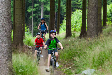 cycle ride: Active family biking