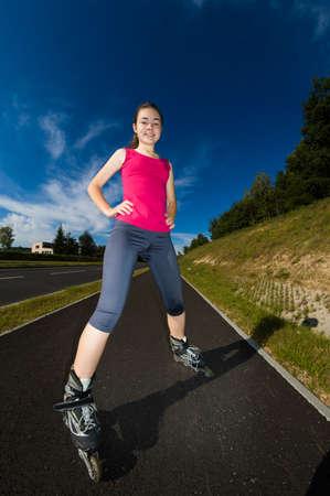 rollerblading: Chica rollerblading