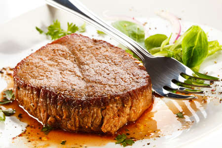 Grilled steak and vegetables Stock Photo - 18406367