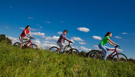 single track: Family biking