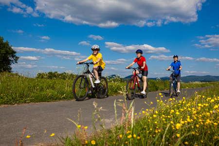 family bike: Active family biking
