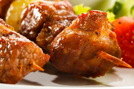 chicken kebab: Grilled meat and vegetables
