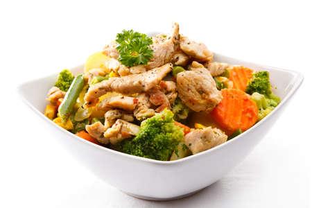 plato de ensalada: Carne asada y verduras Foto de archivo