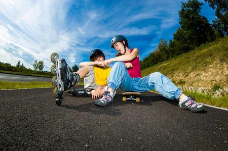 niño en patines: Activos j?venes - patinar, andar en patineta Foto de archivo