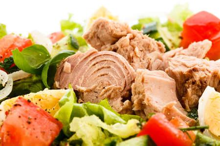 Salade de thon et l?gumes Banque d'images - 22114138