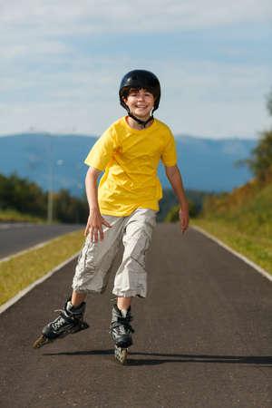 niño en patines: Patinar Boy Foto de archivo