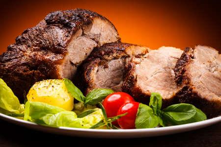 asados: Carne asada y verduras Foto de archivo
