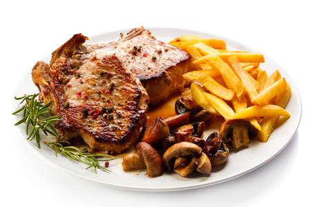 Gegrillte Steaks, Französisch frites und Gemüse