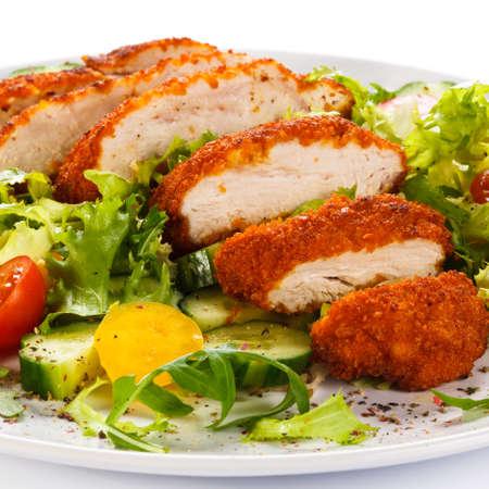 Gebratene Hähnchenfilet und Gemüse